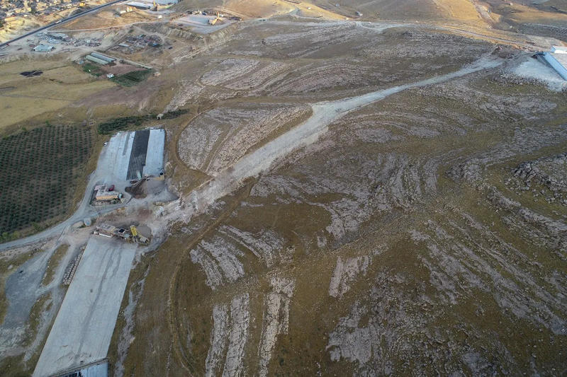 Figure 6 – A drone shot of the canal and the factories besieging it (Credits: photo A. Savioli, LoNAP).
