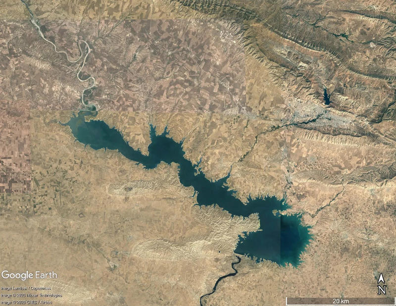 Figure 2 – Google Earth images of the Mosul Dam Lake in 2016.